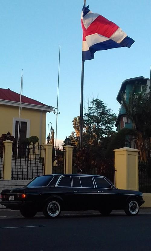 COSTA-RICA-FLAG-LIMOUSINE-MERCEDES.jpg
