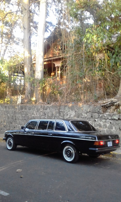 KHNOR-FAMILY-HAUNTED-HOUSE-BARRIO-AMON-COSTA-RICA-LIMOUSINE.jpg