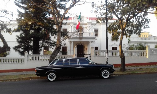 LIMOUSINE-IN-FRONT-OF-MEXICAN-EMBASSY-COSTA-RICA.jpg